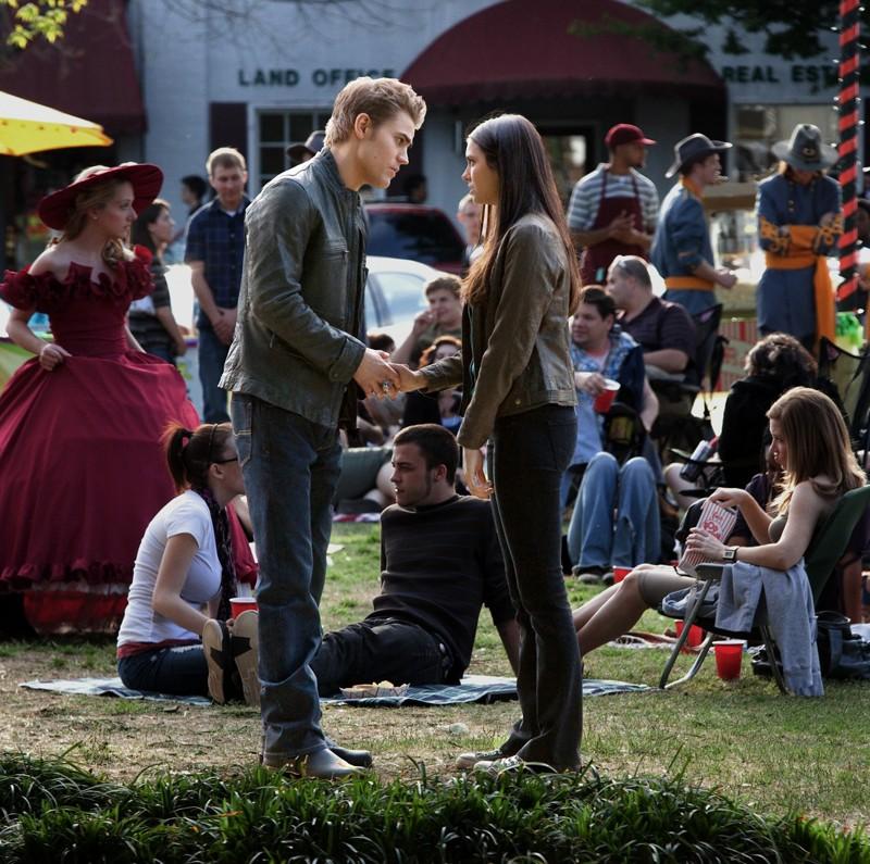 Paul Wesley parla con Nina Dobrev nell'episodio As I Lay Dying di Vampire Diaries