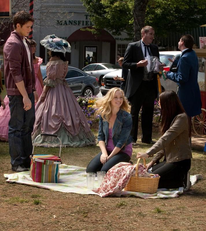 Steven R. McQueen, Candice Accola e Nina Dobrev alla proiezione di Via col vento in: As I Lay Dying di Vampire Diaries