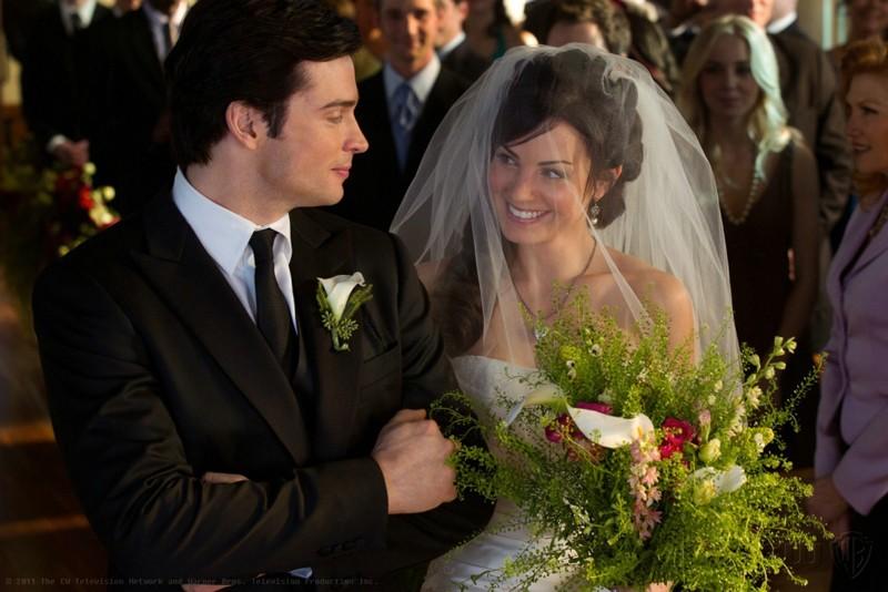 Tom Welling e Erica Durance al loro matrimonio nell'episodio Finale di Smallville