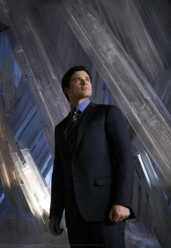 Tom Welling nella Fortezza di Ghiaccio in un momento dell'episodio Prophecy di Smallville