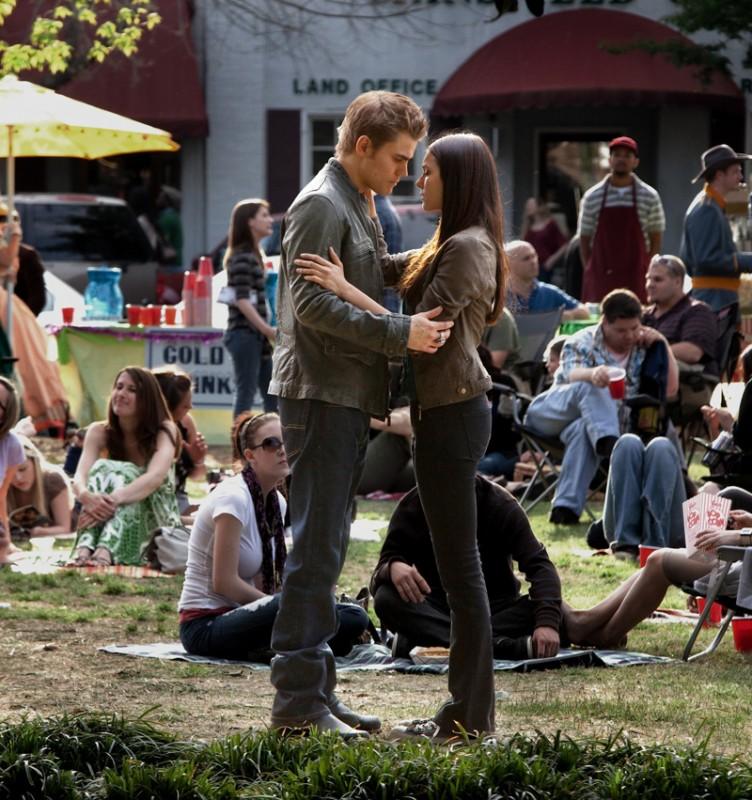 Una tenera scena dell'episodio As I Lay Dying di Vampire Diaries con Paul Wesley e Nina Dobrev