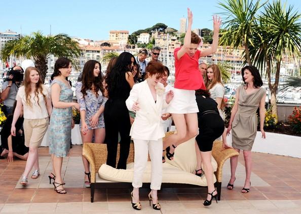 Il vivace cast de L'Apollonide (tra cui Jasmine Trinca e il regista Bertrand Bonello) a Cannes 2011