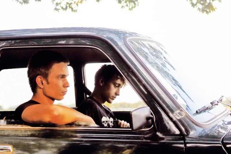 Lukas Steltner e Kai Michael Müller in una scena del film Harvest