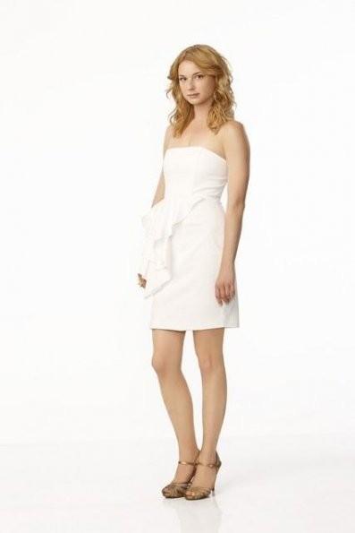Emily VanCamp in una foto promozionale della serie 'Revenge'