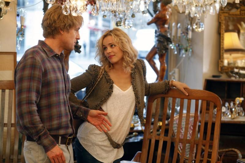 Owen Wilson e Rachel McAdams fanno compere nel film Midnight in Paris
