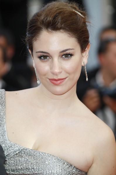 Cannes 2011: la bella Blanca Suarez, interprete de La piel que habito sul red carpet (abito di GUCCI)