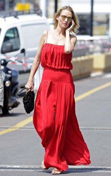 Uma Thurman indossa un sorprendente abito rosso a Cannes