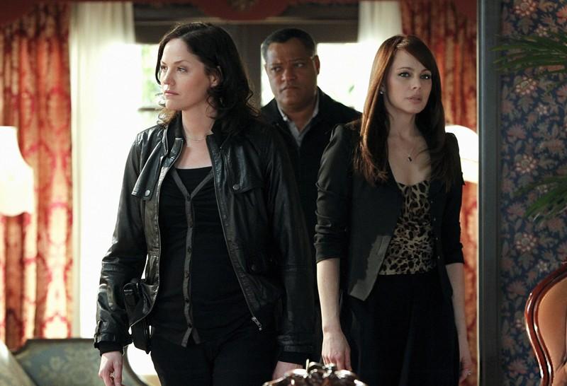 Jorja Fox, Laurence Fishburne e Melinda Clarke nell'episodio Unleashed di CSI: Scena del crimine