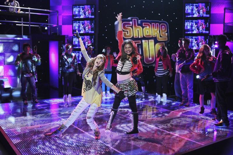 Bella Thorne e Zendaya Coleman in una foto della serie A tutto ritmo
