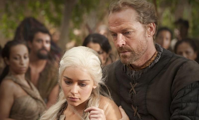 Emilia Clarke e Iain Glen in una scena dell'episodio Your Win or You Die di Game of Thrones
