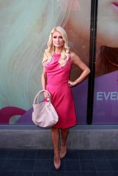 Paris Hilton promuove il suo nuovo show su Oxygen al Kitson in Santa Monica Place