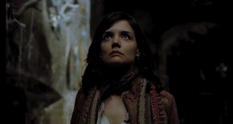 Un intenso primo piano di Katie Holmes in Don't Be Afraid of the Dark,