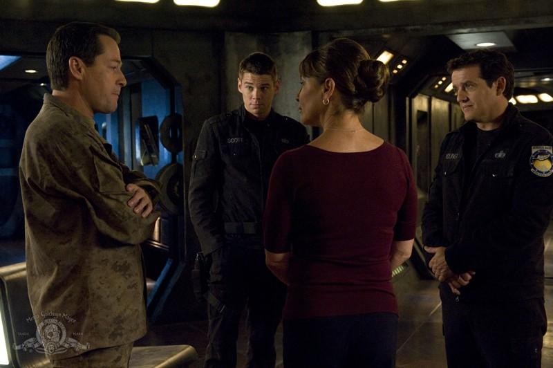 French Stewart, Brian J. Smith, Kathleen Quinlan e Justin Louis nell'episodio Alliances di Stargate Universe