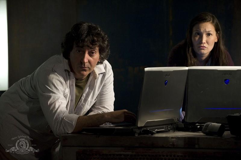 Peter Kelamis e Jennifer Spence nell'episodio Hope di Stargate Universe