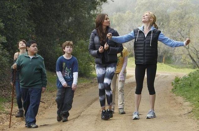 Sofía Vergara e Julie Bowen in una scena dell'episodio La festa della mamma di Modern Family