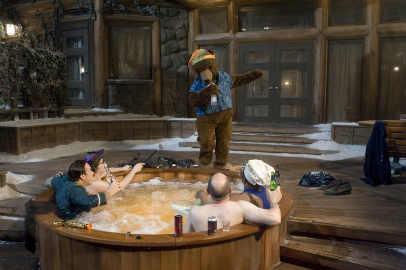 Rob Corddry, John Cusack, Clark Duke e Craig Robinson nella scena della vasca in Hot Tub Time Machine