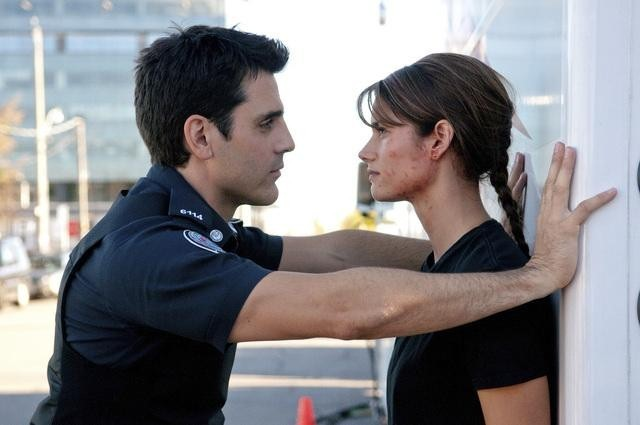 Ben Bass e Missy Peregrym nell'episodio Might Have Been di Rookie Blue