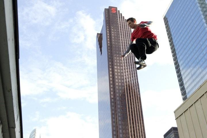 Chase Armitage in una scena del film Beat the World