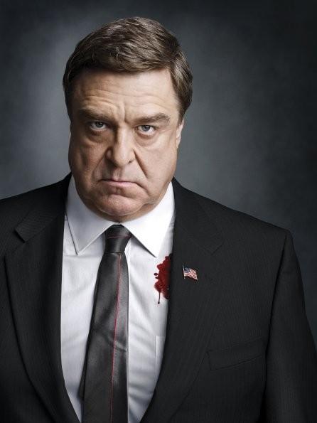 John Goodman in una foto promozionale per Damages stagione quattro