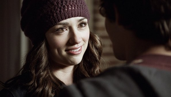 Tyler Posey e Crystal Reed nell'episodio 'Pack Mentality' di Teen Wolf