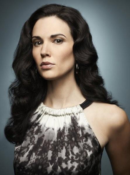 Laura Mennell in una foto promozionale per la serie Alphas
