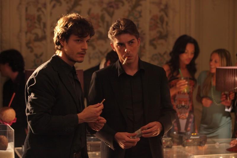 Michele Riondino e Andrea Bosca in una scena del film Gli sfiorati
