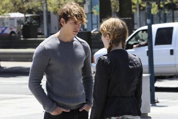 Benjamin Stone e Skyler Samuels nell'episodio 'Green Star' di The Nine Lives of Chloe King