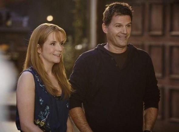 Lea Thompson e D.W. Moffett nell'episodio 'American Gothic' di Switched at Birth
