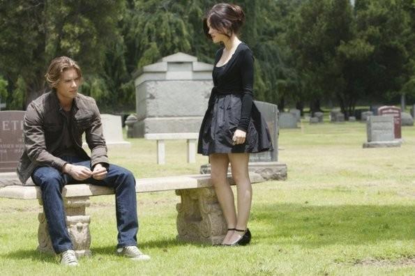 Drew Van Acker e Lucy Hale nell'episodio 'The Devil You Know' di Pretty Little Liars