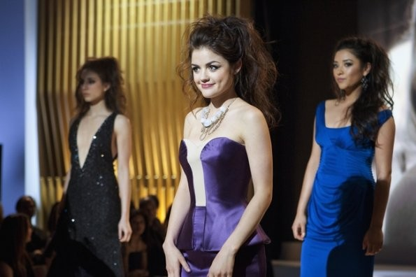 Lucy Hale nell'episodio 'Never Letting Go' di Pretty Little Liars