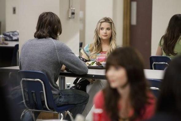 Una scena con Ashley Benson nell'episodio 'Blind Dates' di Pretty Little Liars
