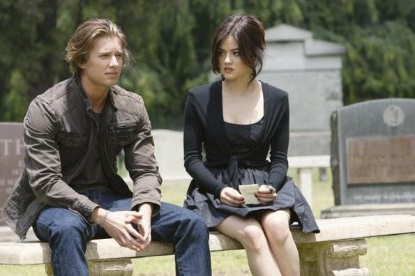 Una scena con Drew Van Acker e Lucy Hale nell'episodio 'The Devil You Know' di Pretty Little Liars