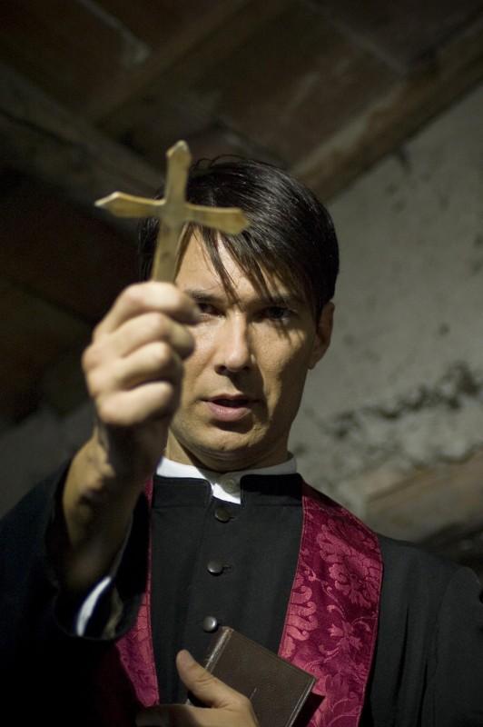 Matteo Tosi è Padre Mario in Colour from the Dark