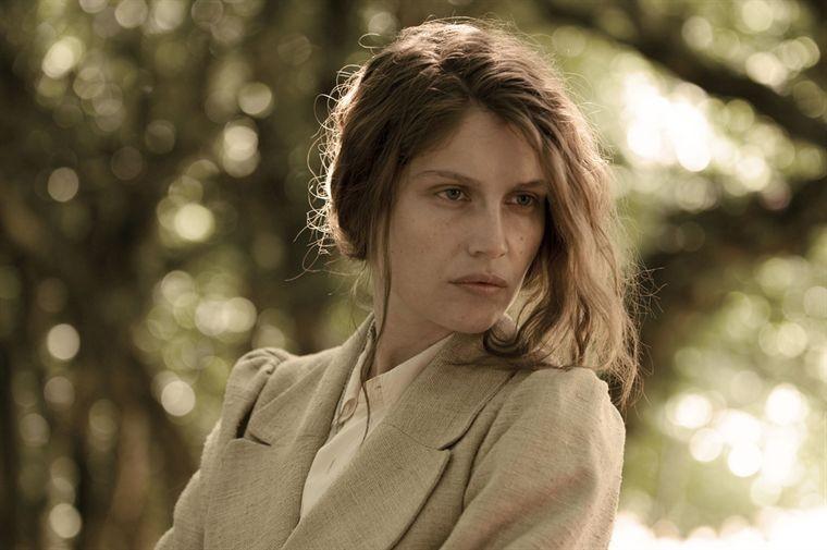 Una provata Laetitia Casta dal film Derrière Les Murs