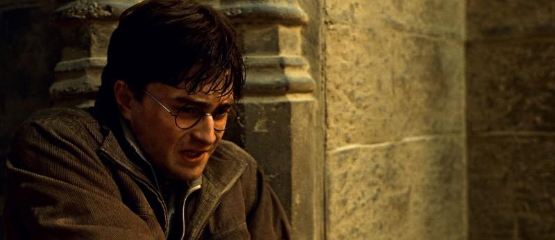 Daniel Radcliffe in una scena tesa del film Harry Potter e i doni della morte - parte 2