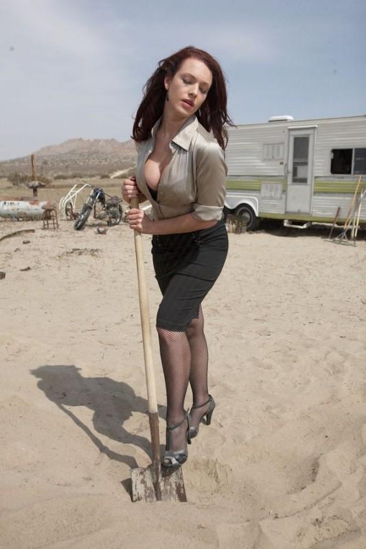 La sensuale Erin Cummings nel film Bitch Slap - Le superdotate