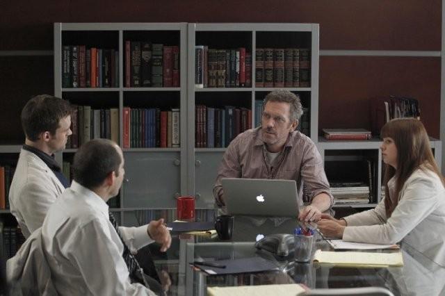 Hugh Laurie in una scena dell'episodio Recession Proof di Dr House