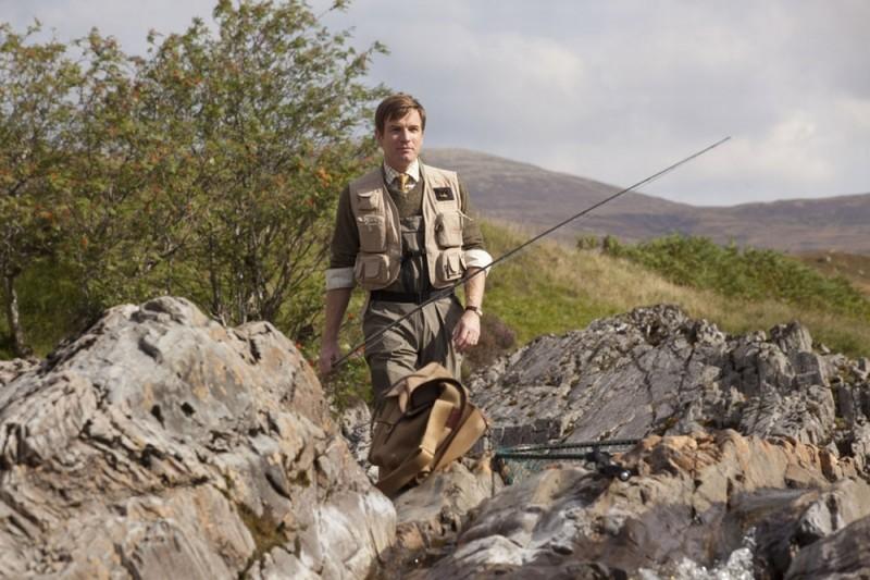Ewan McGregor in perfetta tenuta da pescatore in Salmon Fishing in the Yemen