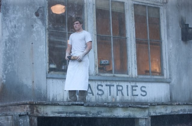 Un'immagine di Josh Hutcherson, uno dei protagonisti maschili di The Hunger Games, impegnato sul lavoro