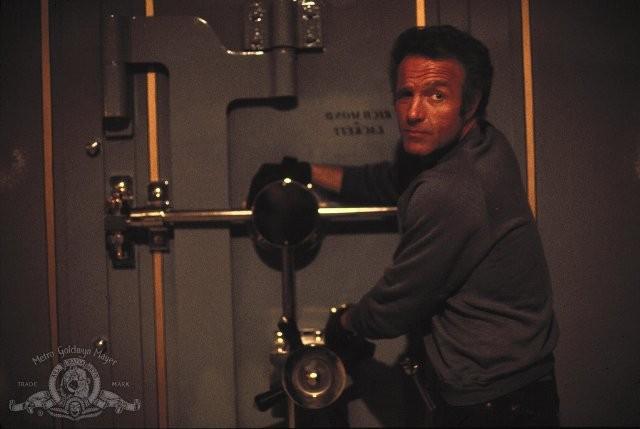 James Cann in una sequenza del film Strade violente (1981)