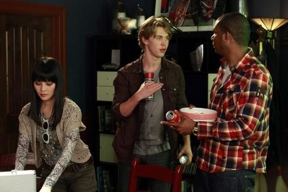 Taylor Tan, Austin Butler ed Aaron Todd Kessee nell'episodio Dogs Playing Poker di Switched at Birth