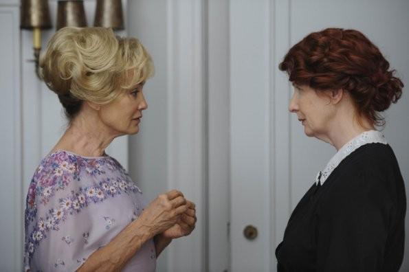 Jessica Lange e Frances Conroy in una scena del pilot di American Horror Story