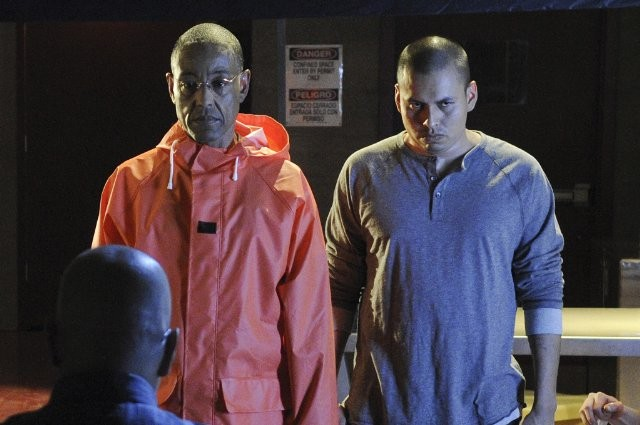 Giancarlo Esposito e Jeremiah Bitsui nell'episodio Box Cutter di Breaking Bad