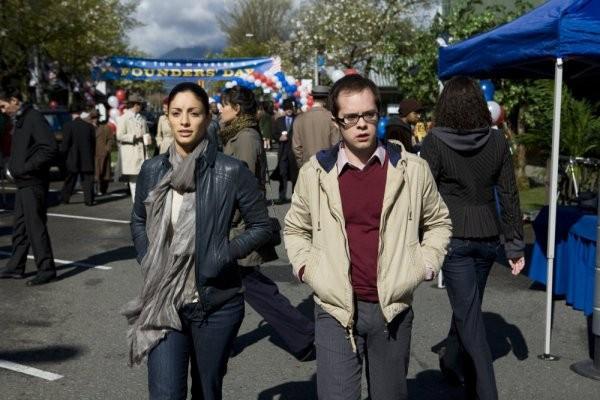 Neil Grayston ed Erica Cerra nell'episodio A New World di Eureka