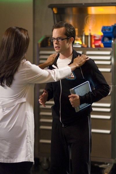 Neil Grayston in una scena dell'episodio Up in the Air di Eureka