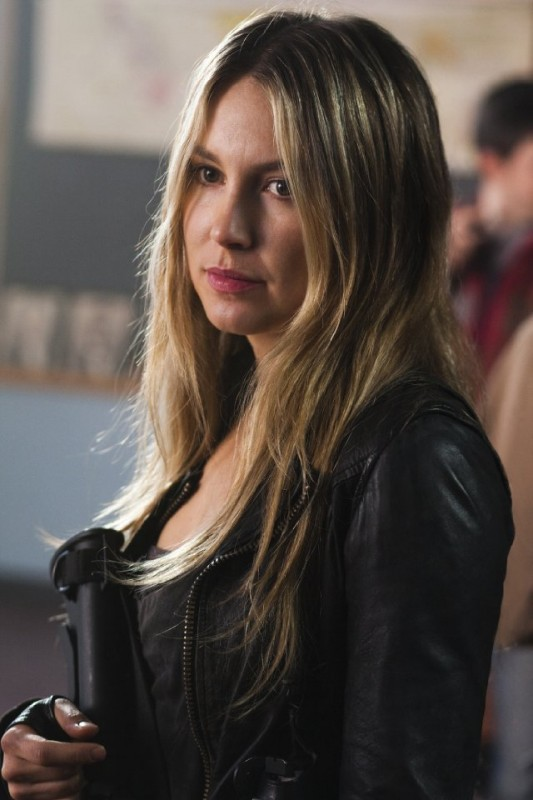 Sarah Carter nell'episodio Eight Hours di Falling Skies ...