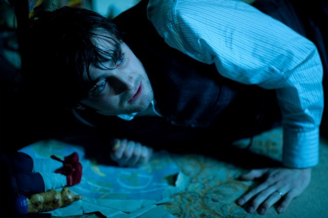 Daniel Radcliffe terrorizzato in una scena di The Woman in Black