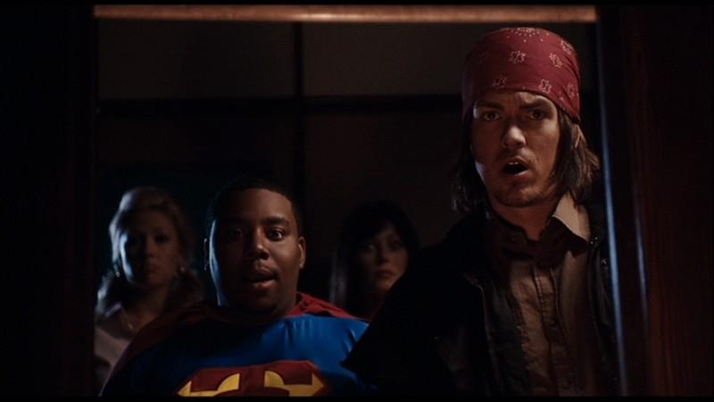 Kenan Thompson con Steve Howey in una scena di Horror Movie