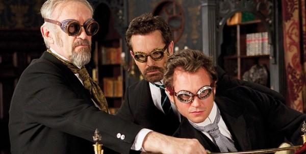 Hugh Dancy, Rupert Everett e Jonathan Pryce in una curiosa immagine di Hysteria