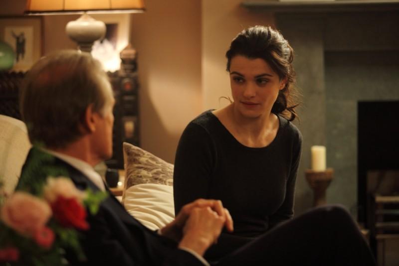 Rachel Weisz e Bill Nighy discutono in una scena di Page Eight